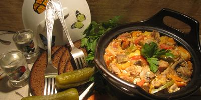 Жаркое из свинины и овощей в горшочке -  для мужчин к празднику 23 февраля