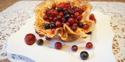 Блинная корзиночка с фруктами - десерт для мужчин