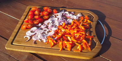 Салат из сладкого перца и овечьего сыра - праздничный прием гостей на даче