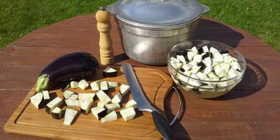 """Овощное рагу - """"Аджапсандал"""", приготовленное в казане на мангале"""