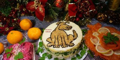 """Легкий новогодний салат с курицей, украшенный символом года """"собачка"""""""