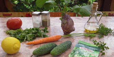 """Салат из сырых овощей """"На страже здоровья"""" - легкая пища, большая польза"""