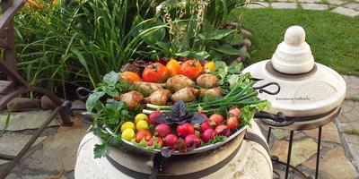 Печеные в тандыре куриные голени в остром томатном маринаде