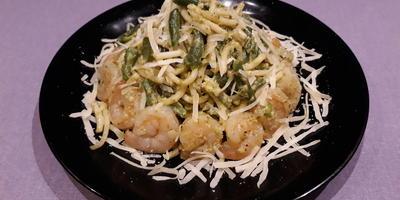Баветте с креветками и зеленой фасолью с соусом песто