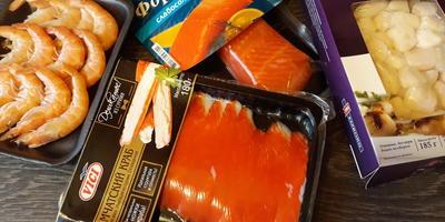 """Символ года """"Желтый Порося"""" на Новогоднем салате с морепродуктами"""