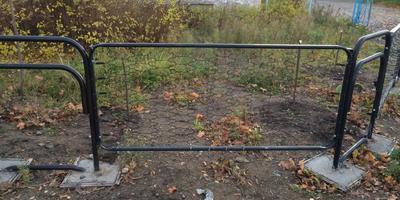 Из чего сделан забор?