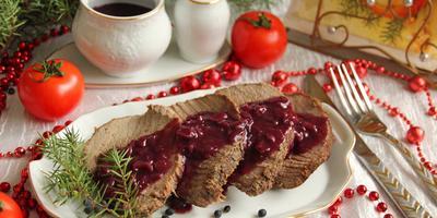 Говядина с тимьяном и можжевеловый соус к мясу