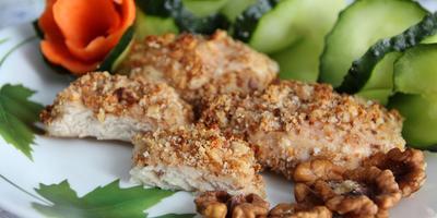 Куриная грудка в панировке с грецким орехом