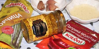 Шейка в горчичной шубке с клюквенно-яблочным соусом