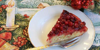 Перевернутый клюквенный пирог - в меру сладкий, с приятной кислинкой