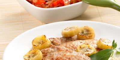 Горячее из бананов: 10 экзотических блюд, которые стоит попробовать в новом году