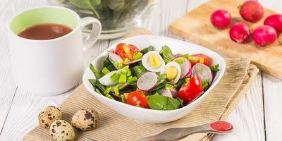 """Салат """"Витаминный"""" с редисом и шпинатом"""