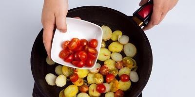 "Мастер-класс ""Омлет с картофелем и помидорами"""