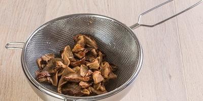 Постные щи из квашеной капусты с белыми грибами