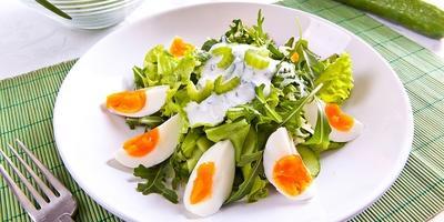 Летние салаты: 8 рецептов со свежей зеленью