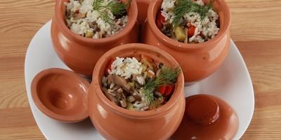 Рис с грибами в горшочках: отличный ужин для постящихся