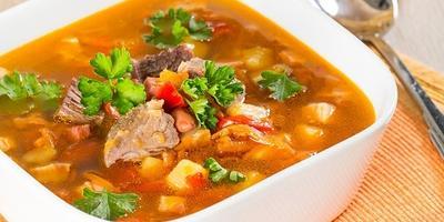 Овощной суп с грудинкой - сытный обед для большой семьи