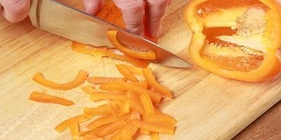 Салат с курицей: вкусный рецепт из доступных продуктов