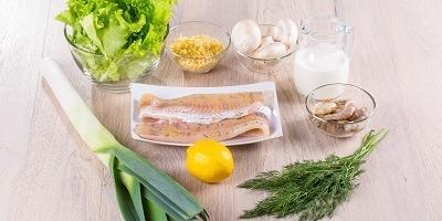 Запеченная рыба с грибами и луком-пореем - нежное блюдо вашего меню