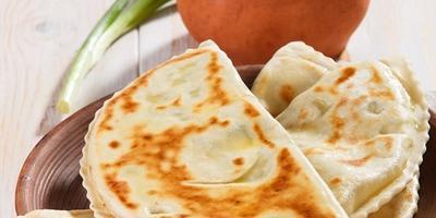 Вкусно, просто и по-кавказски: учимся готовить кутабы с творогом