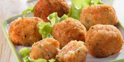 Рыбные шарики на закуску: хрустящие снаружи, нежные внутри