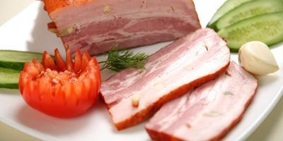 Добрый кусок мяса с жирком - сочная грудинка в луковой шелухе