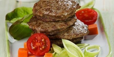 Мягкие и сочные оладьи из говяжьей печени