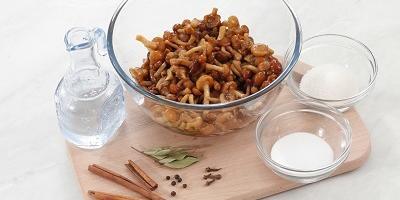 Классический рецепт маринованных опят: улетают со стола первыми