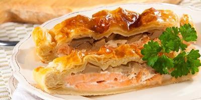 Обалденный пирог с нежной начинкой из лосося и грибов