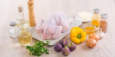 Курица в вине, приготовленная с инжиром