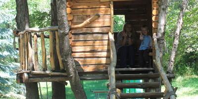 Деревянные постройки в пансионате. (Армения)