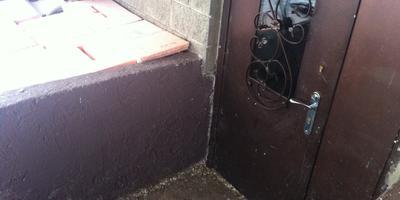 При вводе в здание замерзает вода в трубопроводе. Что нужно сделать, чтобы избежать промерзания?
