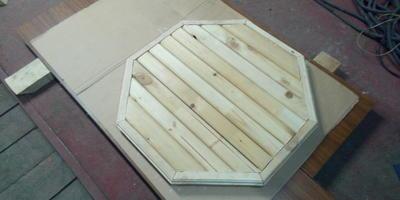 Столик с восьмиугольной столешницей