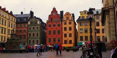 Стокгольм в конце лета 2018 года. Крупный промышленный город северной Европы, где музеи утопают в красивых парках, где старинные здания не мешают суперсовременной архитектуре