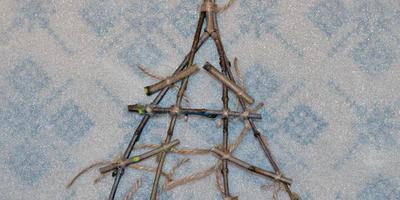 Новогодняя деревенька - домики из веток