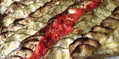 Овощной пирог с луковым мармеладом