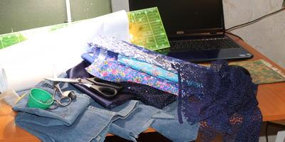 Новая жизнь старых джинсов, или Подарок для юной модницы