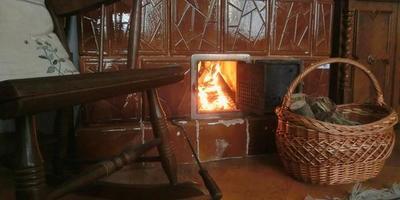 Настроение: потрескивание дров в старом доме