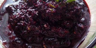 Аджика из черноплодной рябины