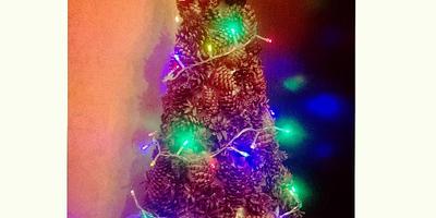 Новогодняя ёлка из шишек своими руками. Делаем новогоднее настроение)))