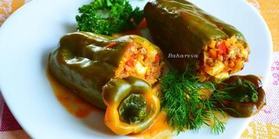 Перец, фаршированный гречкой, овощами и сыром