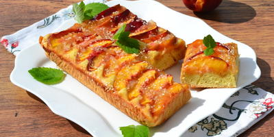 Пирог с нектаринами и лимонным джемом