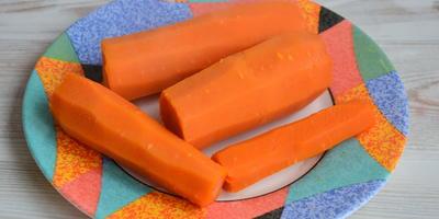 Морковные сырники, томленые в сметанном соусе