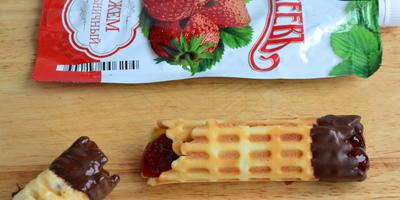 Вафли с шоколадом и джемом