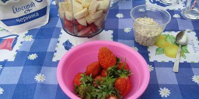 Смузи с клубникой - лучший летний завтрак