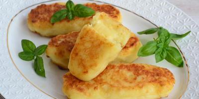 Картофельные пирожки с сыром. Те самые, которыми бабушка угощала в детстве