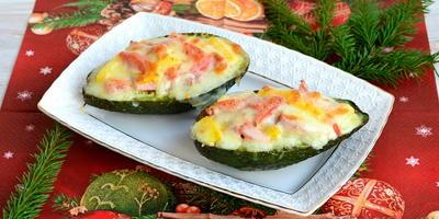 Авокадо с ветчиной и овощами