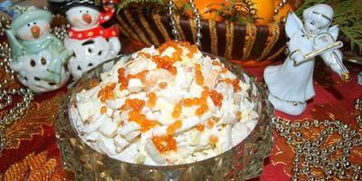 Новогодний салат из кальмаров и креветок