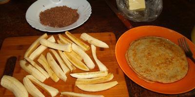 Ореховые блинчики с бананами и шоколадом на День Рожденья мужу...