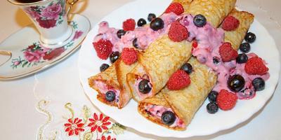 Десертные блинчики с нежнейшей творожно-ягодной начинкой